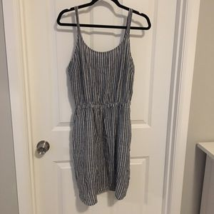 Old navy linen-type material dress blue and white